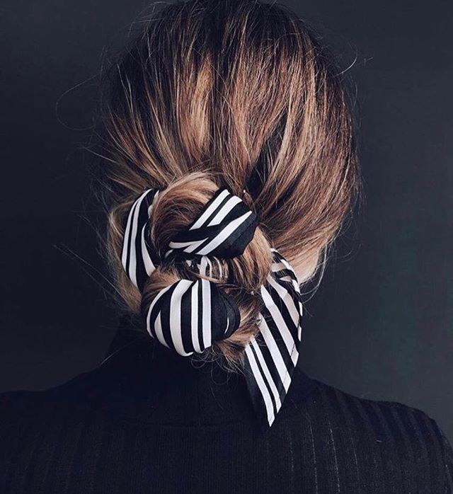 Fredags inspiration her fra mono, du kan nemt pifte din knold op med et silke tørklæde💇🏼♀️ #salonmono1991 #christianshavn #sanktannægade #christianshavn #hairstyle #hair #styles #haircut #haircolor