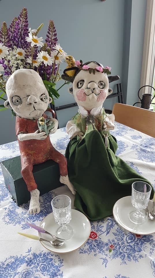 Bryllup i Sverige - Forøvrig kan jeg melde fra en av mine følgere her på FB, at det er bryllup i Glommen (Sverige) i dag, mellom Kanari-Line og Jakop. Kanari-Line for anledningen med festkjole (damask) fra Gudbrandsdalen. (foto: Lise Caspersen)Gratulerer!