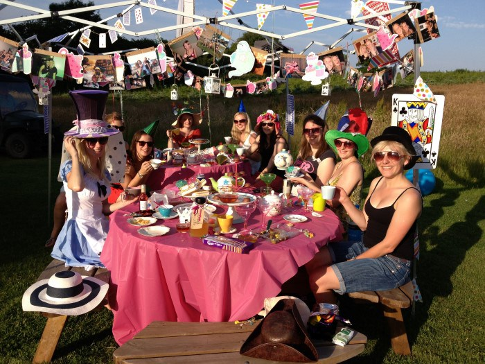 hen-party-awesome-mums-phone-Custom.jpg