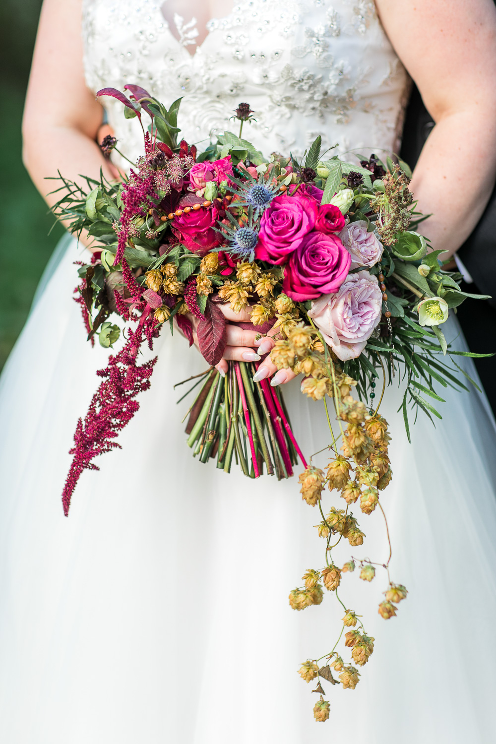 Bridal bouquet with a hanging detail in pink and red tones