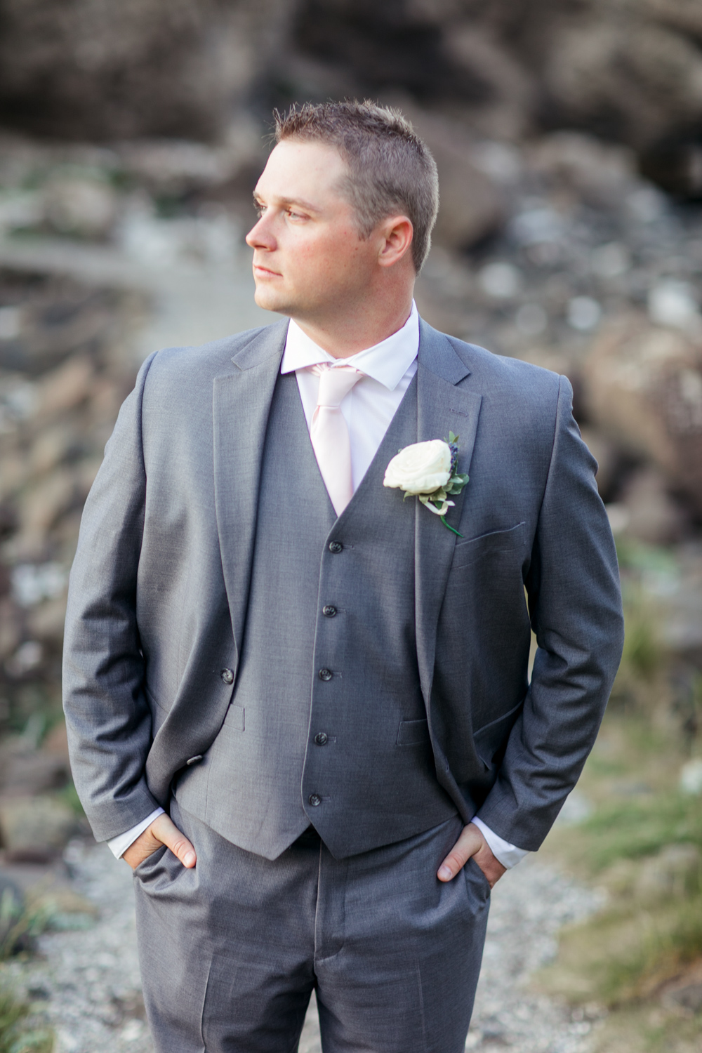 men's wedding suit grey with a pink tie and a rose buttonhole