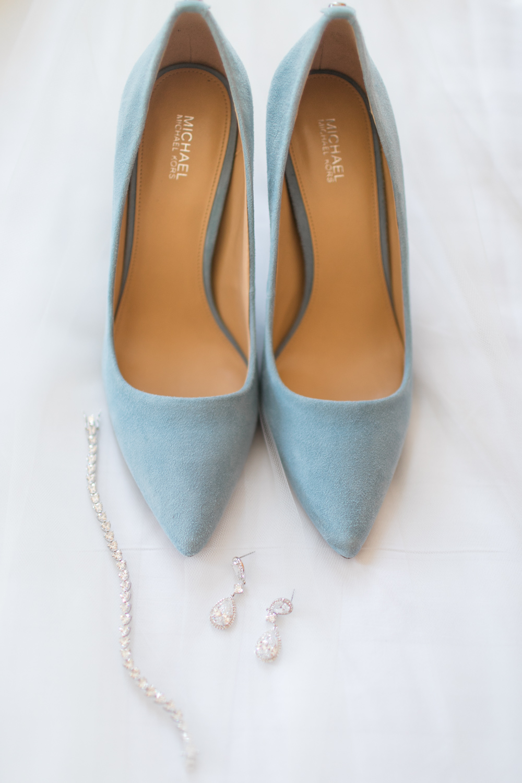 Blue velvet michael kors shoes for a wedding day