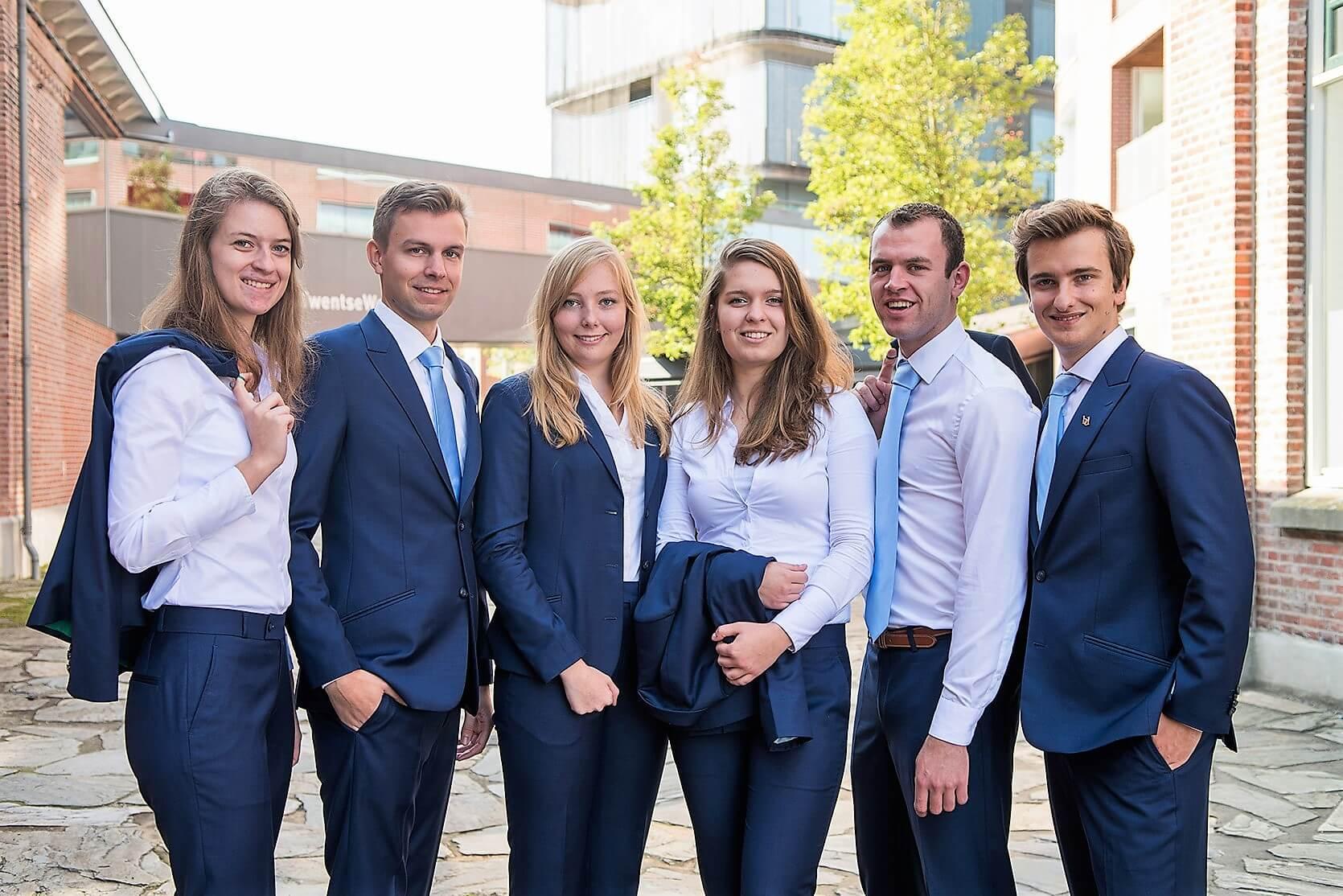 Bedrijvendagen Twente Bestuur 2017 - 1 Pak Student Bestuur Vereniging De Oost Bespoke Academy.jpg