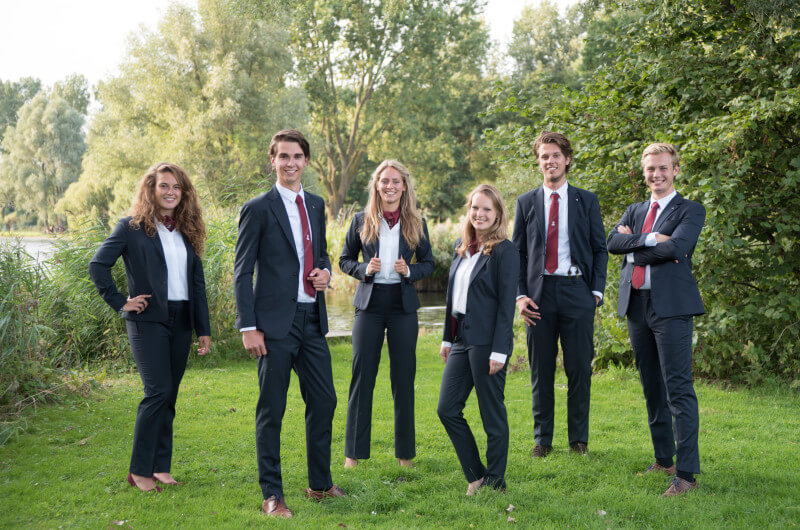 Curius Bestuur 2017 Pak Student Bestuur Vereniging De Oost Bespoke Academy.jpg