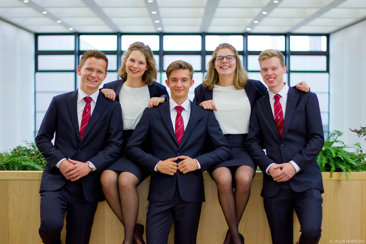 Hooke Bestuur 2017 Pak Student Bestuur Vereniging De Oost Bespoke Academy.jpg