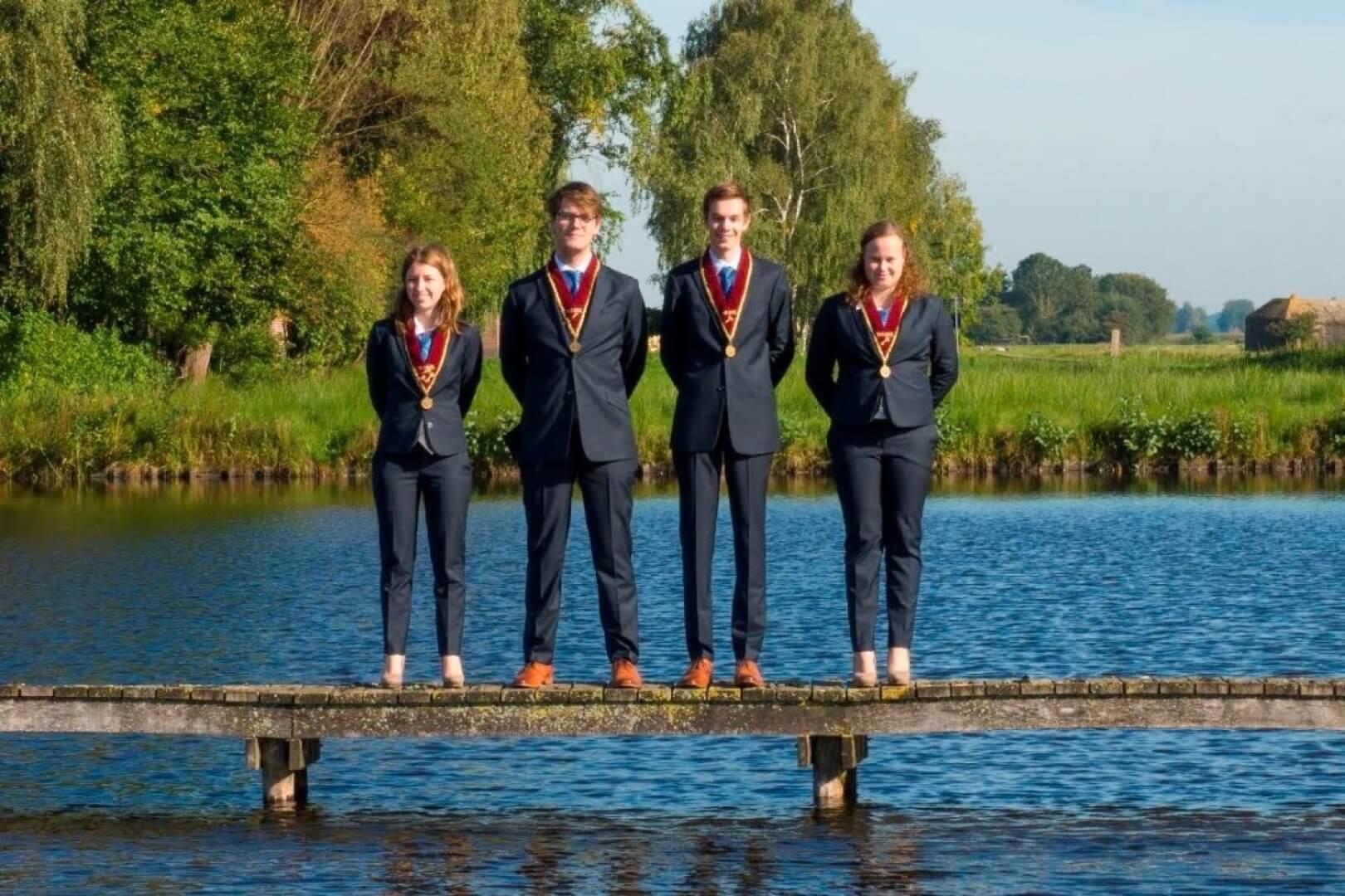 VGSU-Vereniging-van-Gereformeerde-Studenten-te-Utrecht-Bestuur-Van-der-Lugt-2015 Pak Student Bestuur Vereniging De Oost Bespoke Academy.jpg