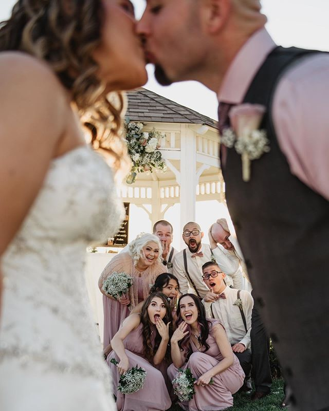 It's been an incredibly busy 2 months but I'm slowly starting to catch up on everything starting with this gorgeous wedding party! It was so much fun photographing this group and getting silly with our poses!