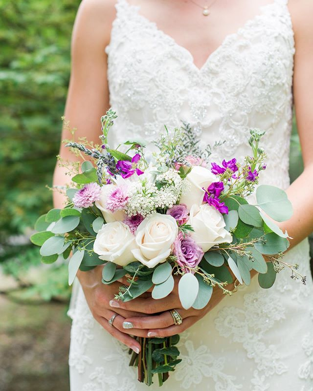 First wedding of the season today! Here is a throw back to one of my favorite bouquets! 😍