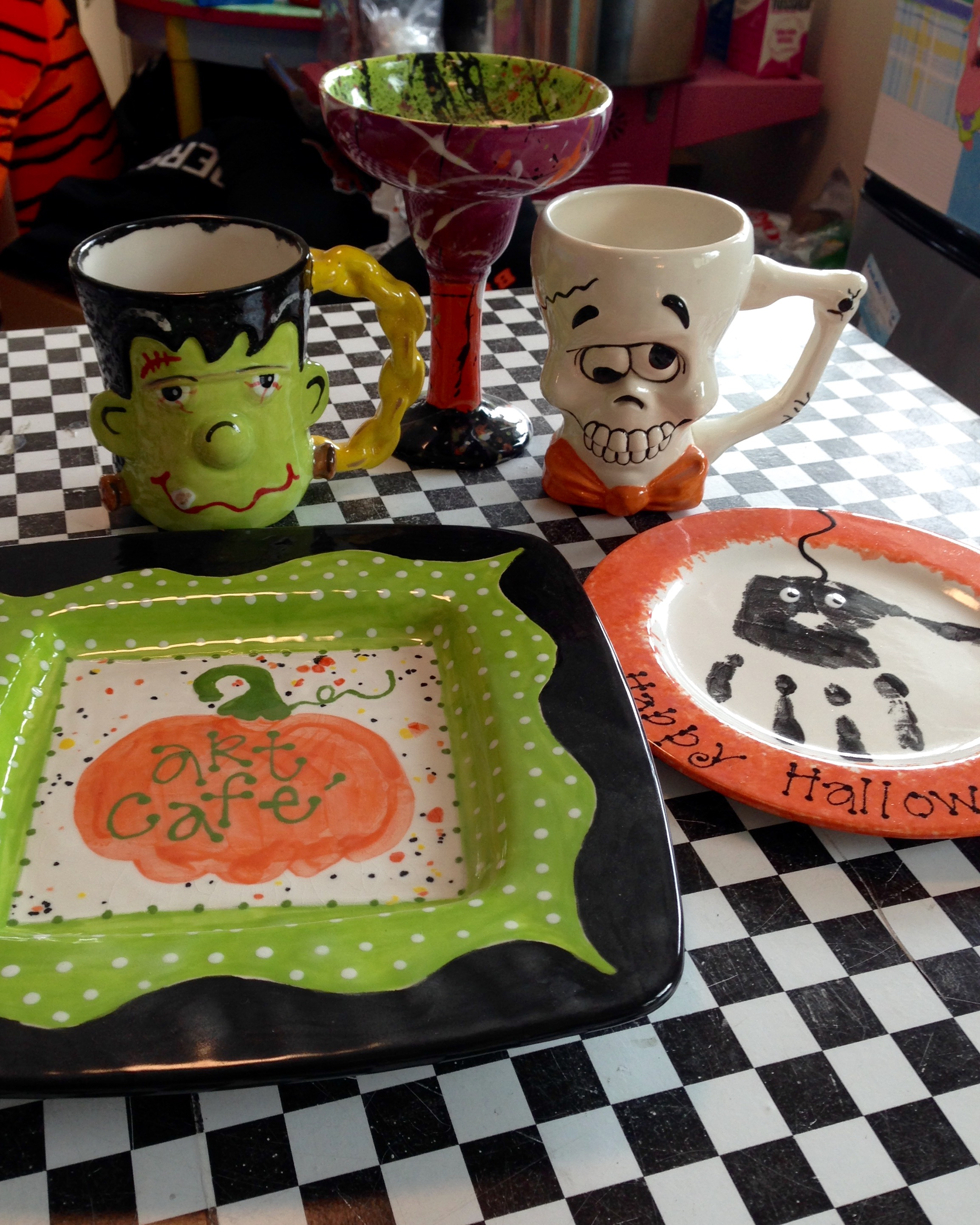 It's October 1st and you know what that means....Halloween is right around the corner!!! We have some FuN Halloween pieces to paint up!