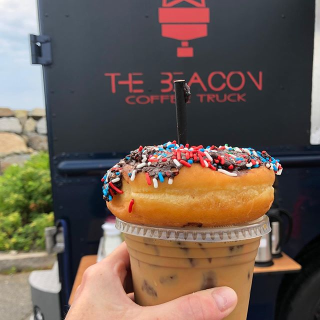 #openingweekend for @thebeacontruck! Congratulations! Perfect start to #july4th 🇺🇸🇺🇸🇺🇸 #icedcoffee #southshore #scituate #scituatelighthouse