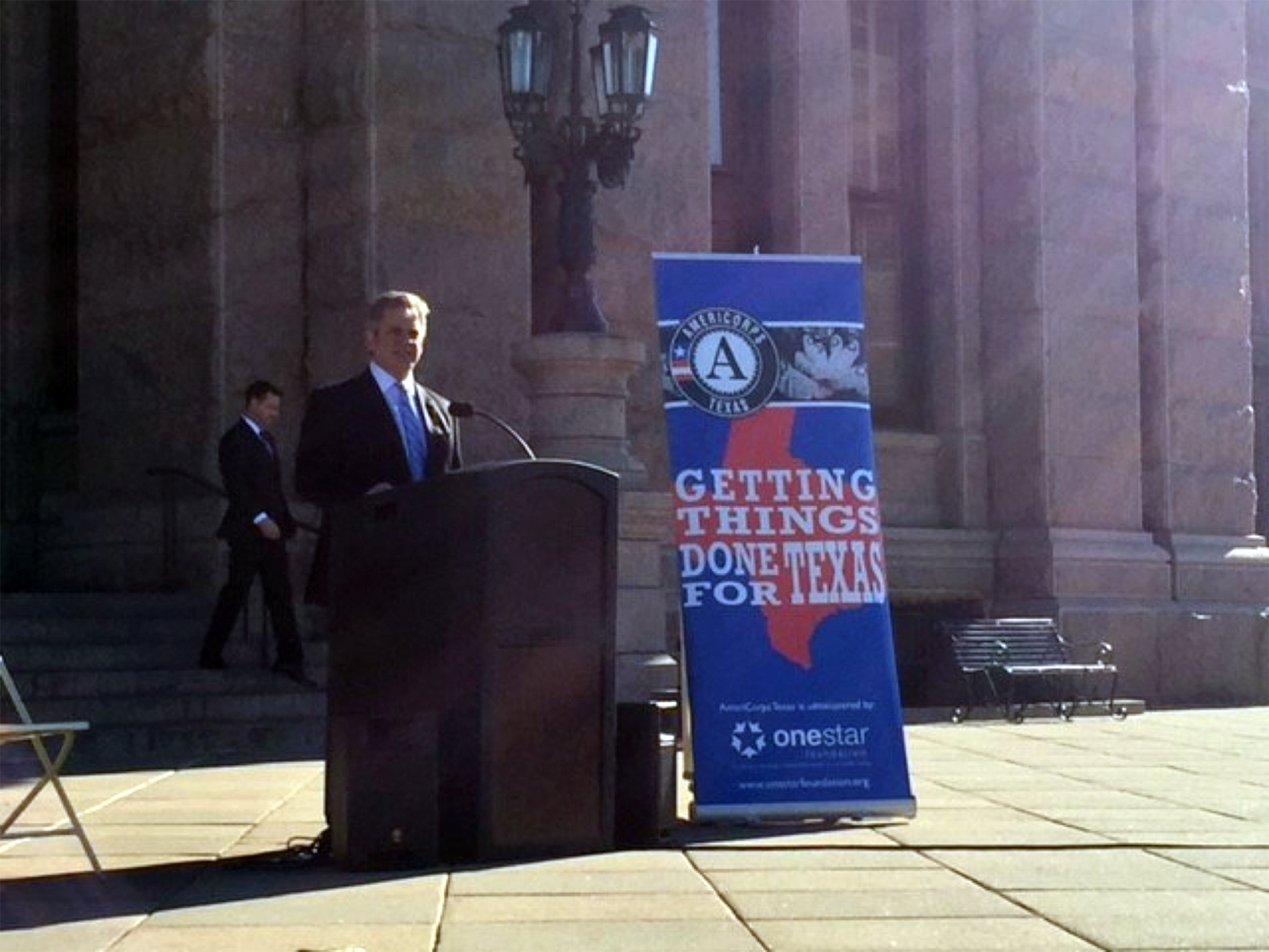 Mayor Steve Adler thanks local AmeriCorps members for their service at the Texas State Capitol.
