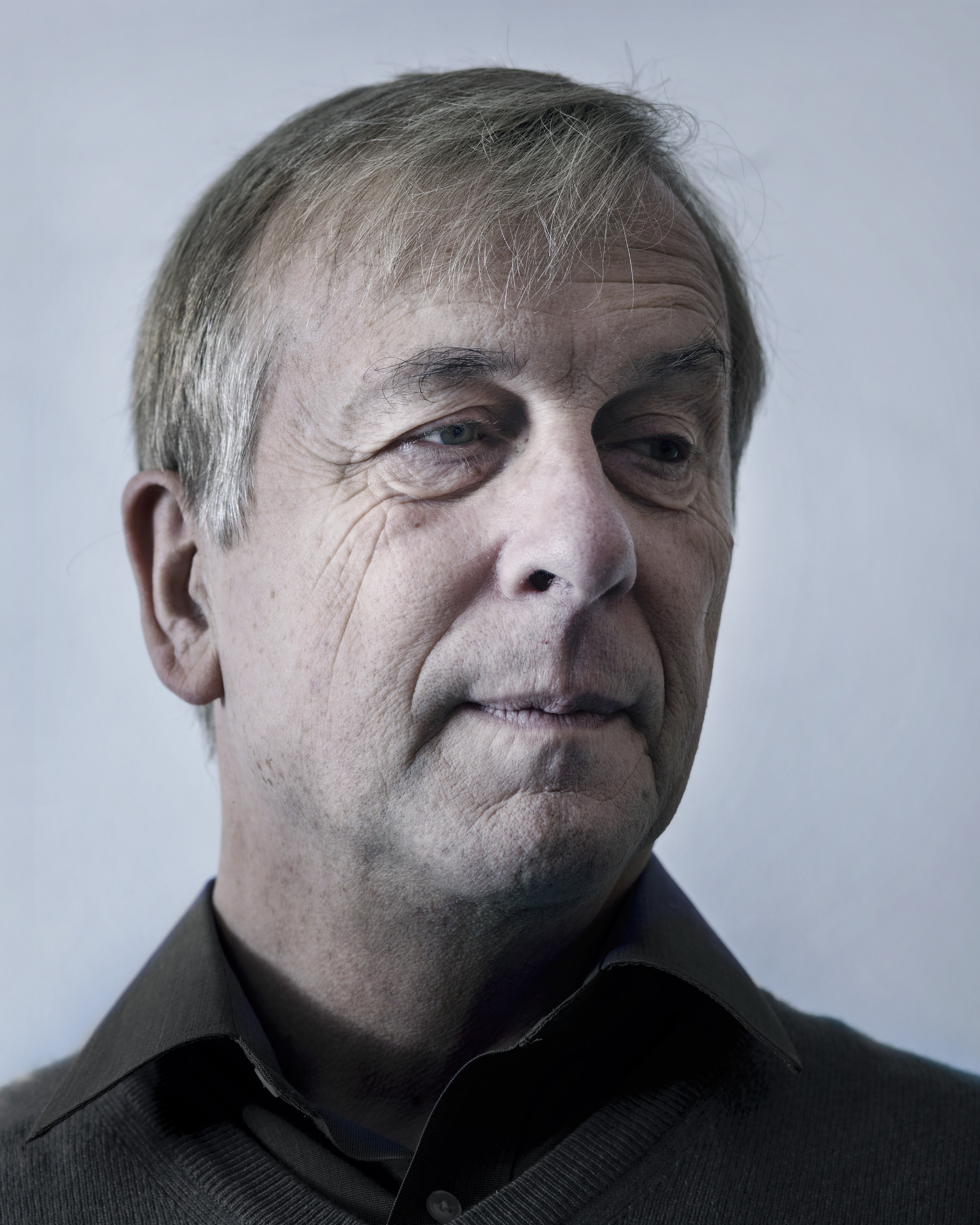 Kevin Warwick, a professor of cybernetics at the University of Coventry, United Kingdom, is known for his studies on direct interfaces between computer systems and the human nervous system, earning him the nickname Captain Cyborg. He has had electrodes directly linked to his nervous system grafted into his arm. Connected to a computer, he has remote-controlled a wheelchair and a computer with no other interface than his implant. A trailblazer in the field of man-machine interaction, he considers himself one of the first cyborgs. The British scientist almost systematically appears in the media and general-public articles about transhumanism. His position is unique, for he straddles two areas that in theory are disconnected: institutional scientific research and biohacking.  Prague, January 6, 2017