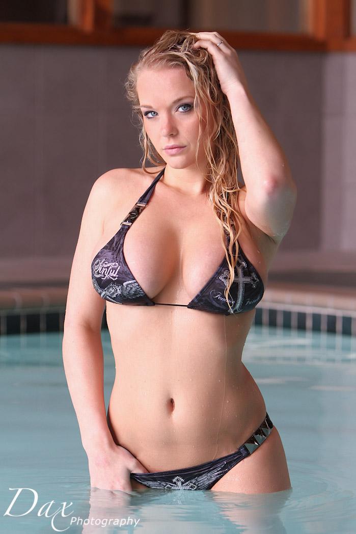 wpid-Hooters-bikini-photography-7.jpg