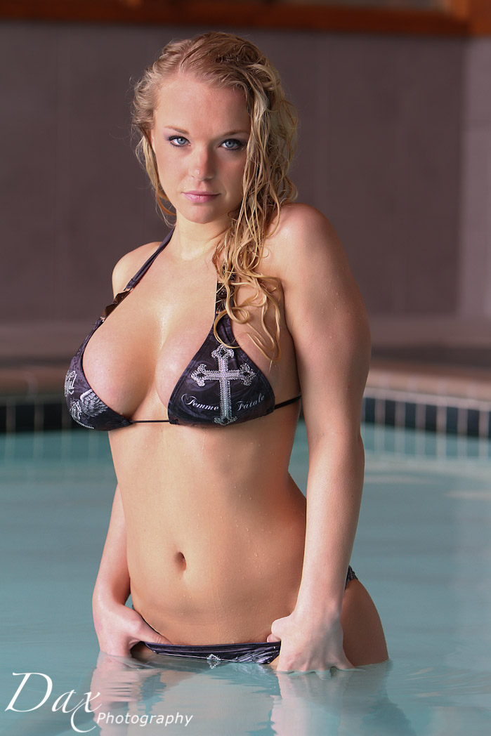 wpid-Hooters-bikini-photography-8.jpg