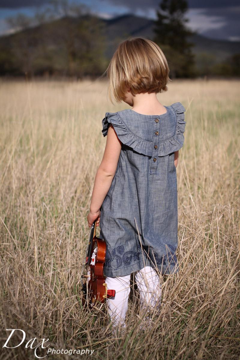 wpid-Child-with-violin-6113.jpg