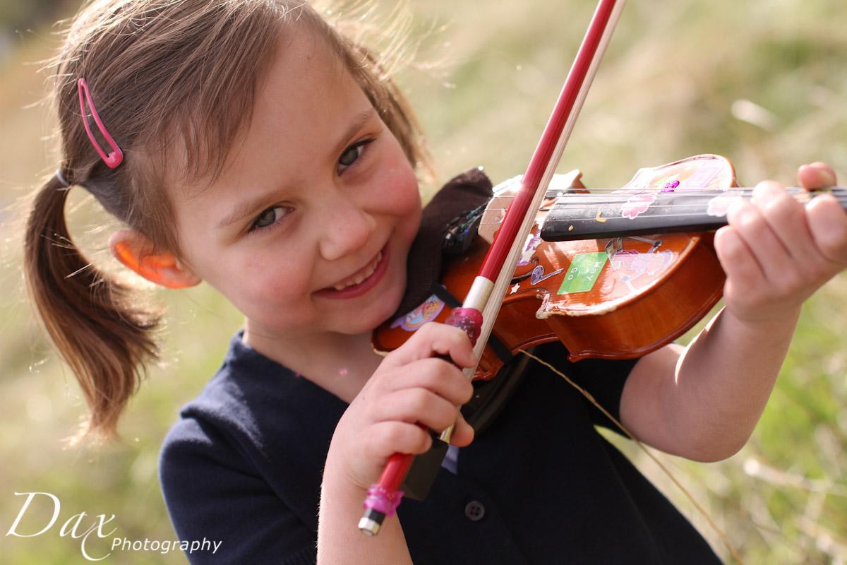 wpid-Child-with-violin-6233.jpg