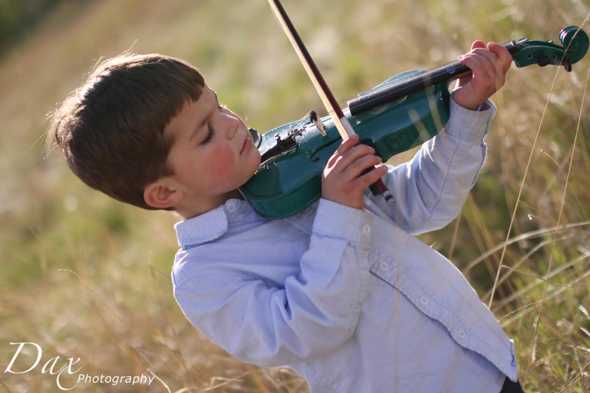 wpid-Child-with-violin-6640.jpg