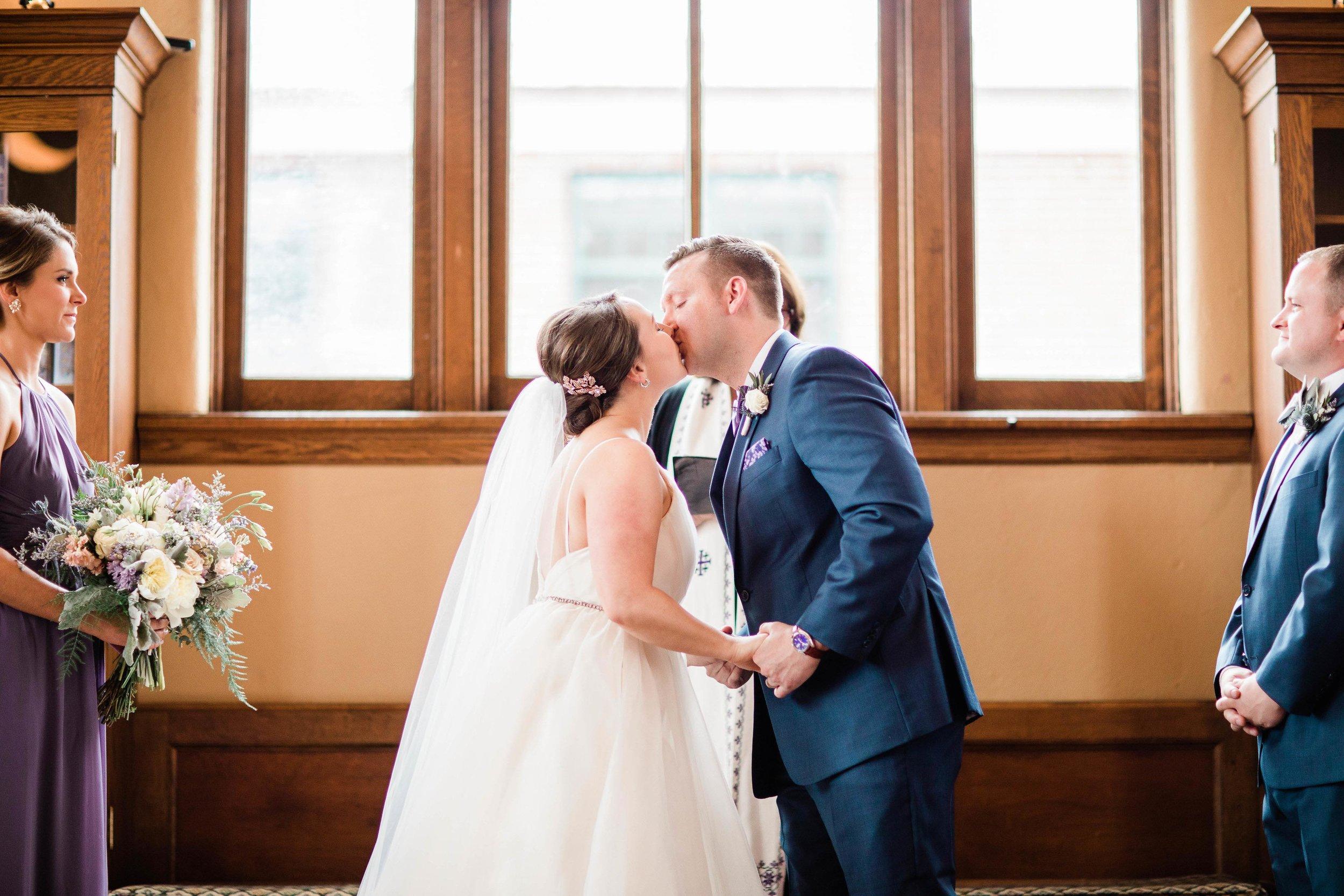 cincinnati wedding photographer carnegie center (8 of 9).jpg