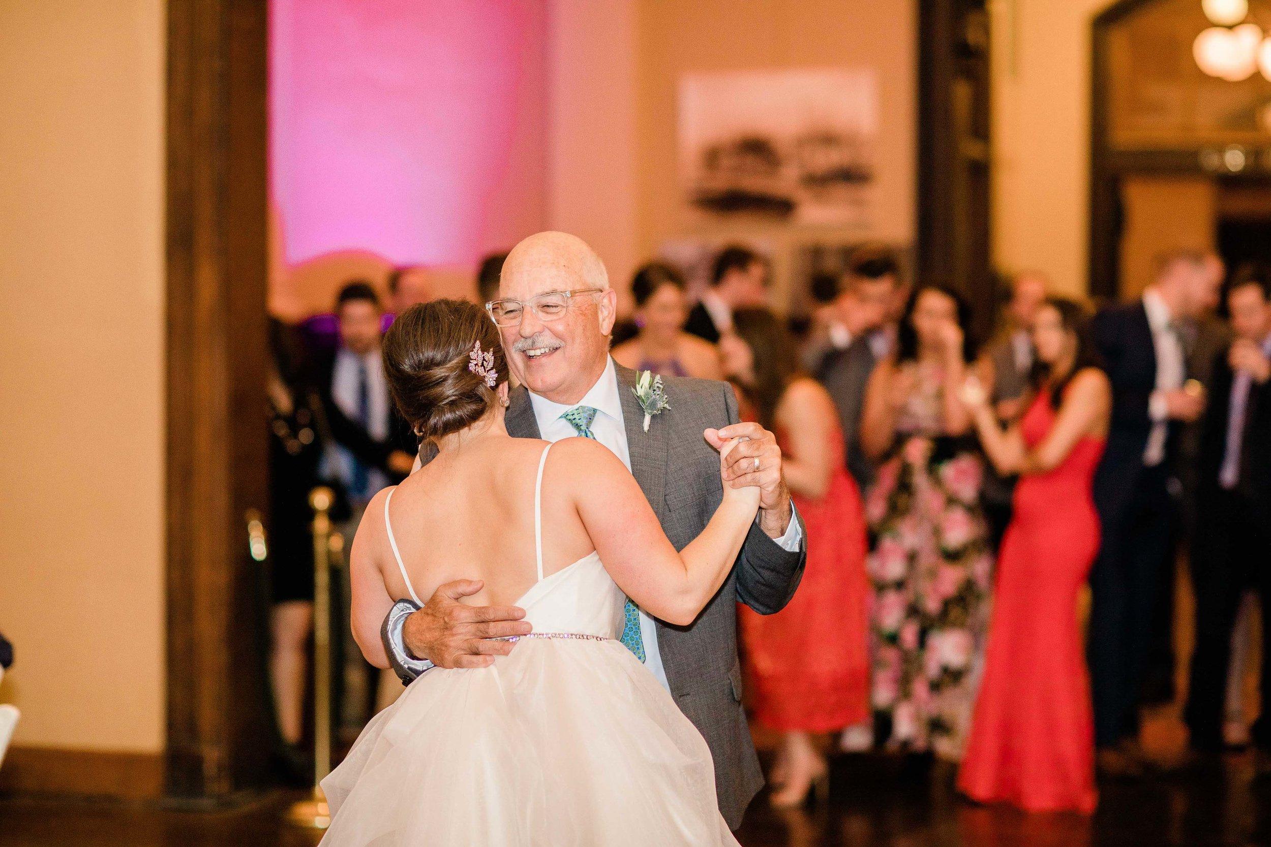 cincinnati wedding photographer carnegie center (7 of 12).jpg