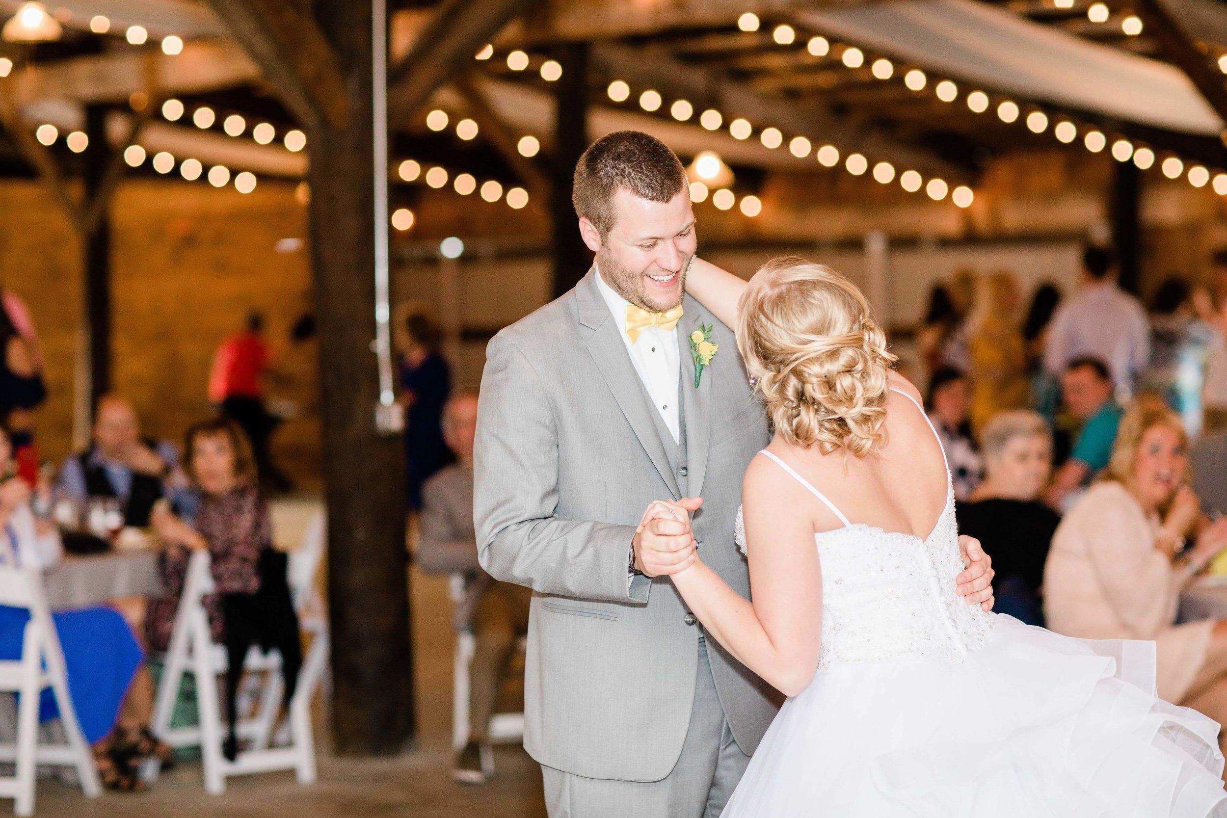 r buckeye barn southwest ohio wedding photographer-4.jpg