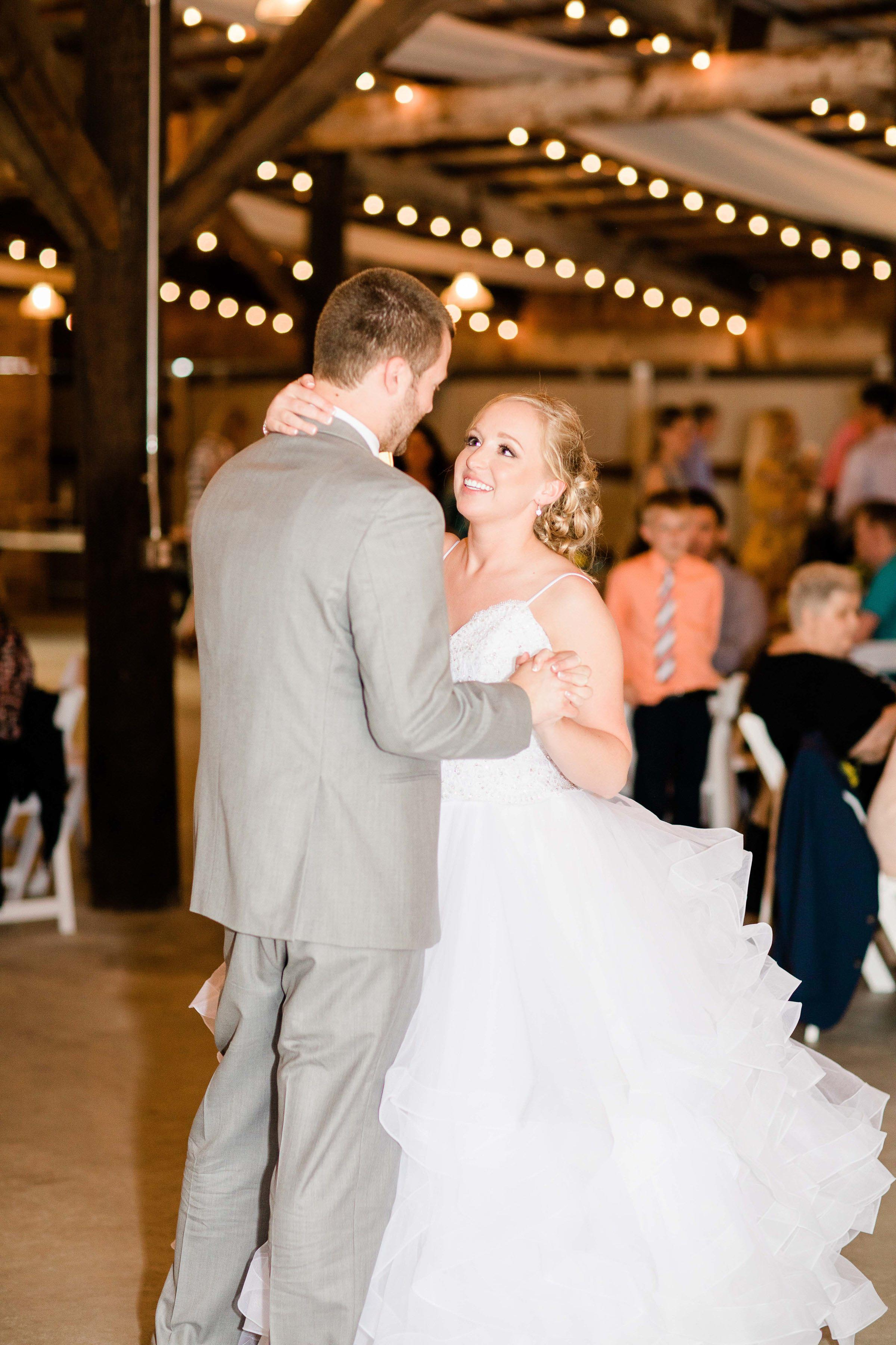 r buckeye barn southwest ohio wedding photographer-5.jpg