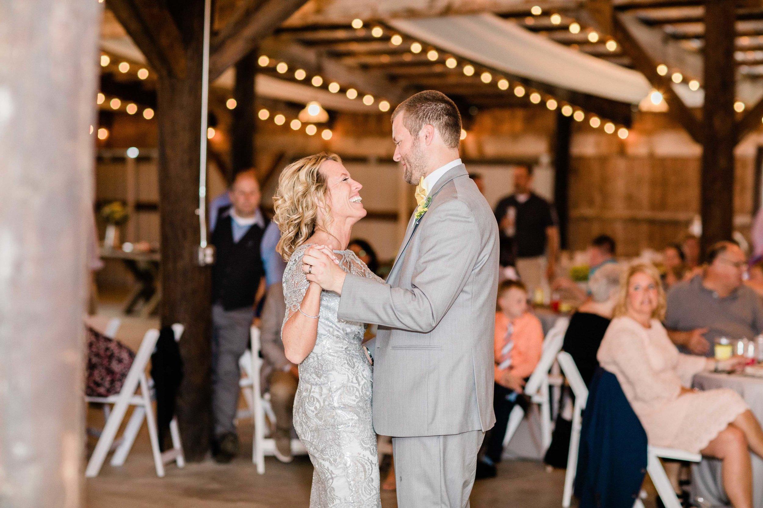 r buckeye barn southwest ohio wedding photographer-8.jpg