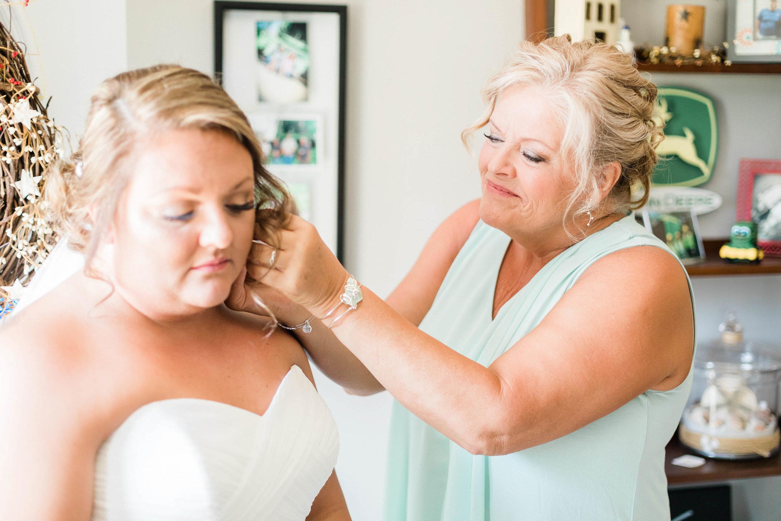 barn wedding blanchester ohio photographer-4.jpg
