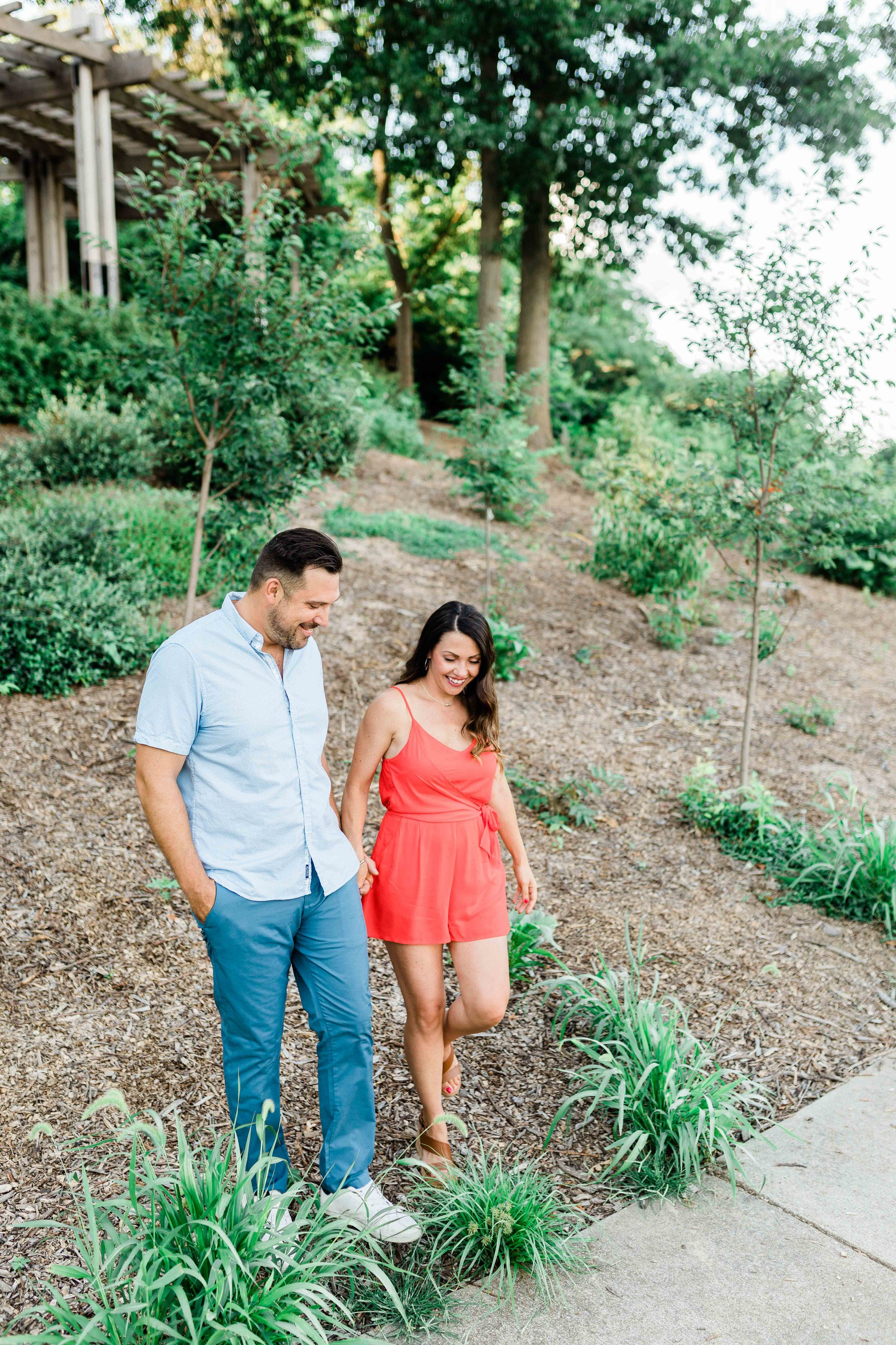 ault park cincinnati engagement photos-2.jpg