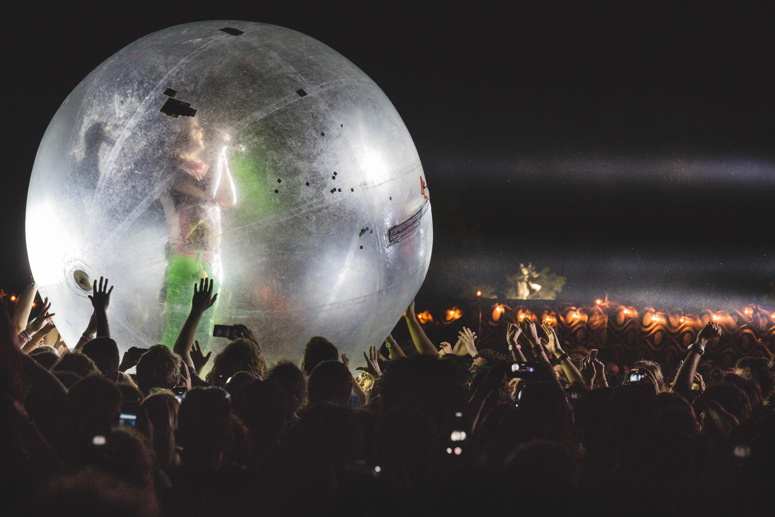 Wayne Coyne in bubble at APF 2015-8603.jpg