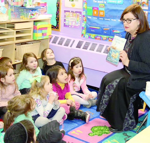 Queens Jewish Link, January 18, 2017     Author Lori Miller Visits Bnos Malka