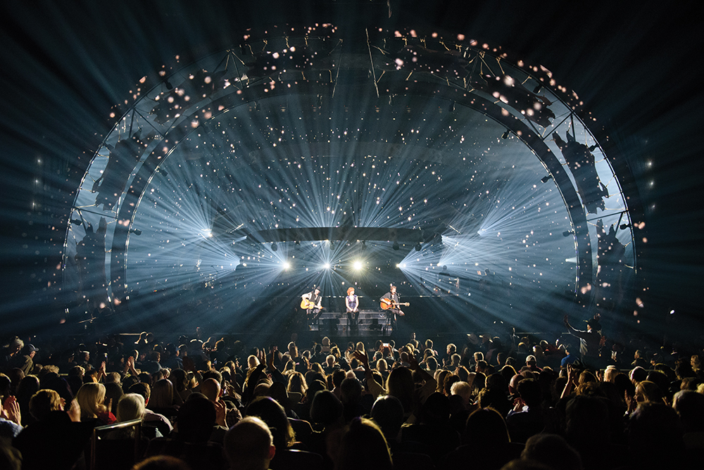 Reba, Brooks & Dunn have been performing for sold-out crowds at The Colosseum since kicking off their Caesars Palace residency in 2015. Photo courtesy of Caesars Entertainment.