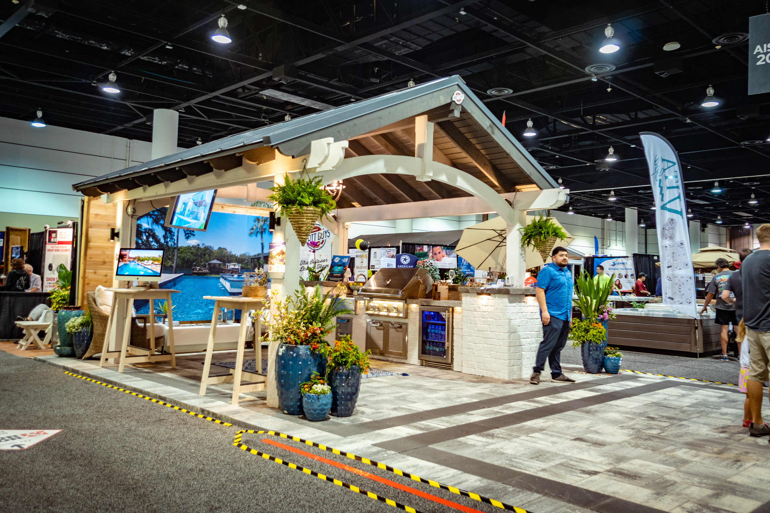 A moment during the 2019 Spring Jacksonville Home + Patio Show aka #HomeAndPrattio Show on 3/3/19 during the 4-day event that took place between February 28 and March 3, 2019. Photo copyright Pratt Guys 2019