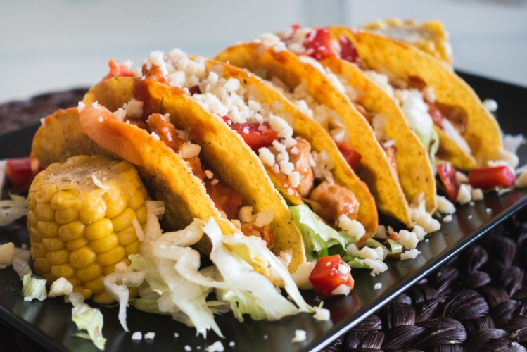 foodiesfeed.com_tasty-chicken-tacos-with-cheese.jpg