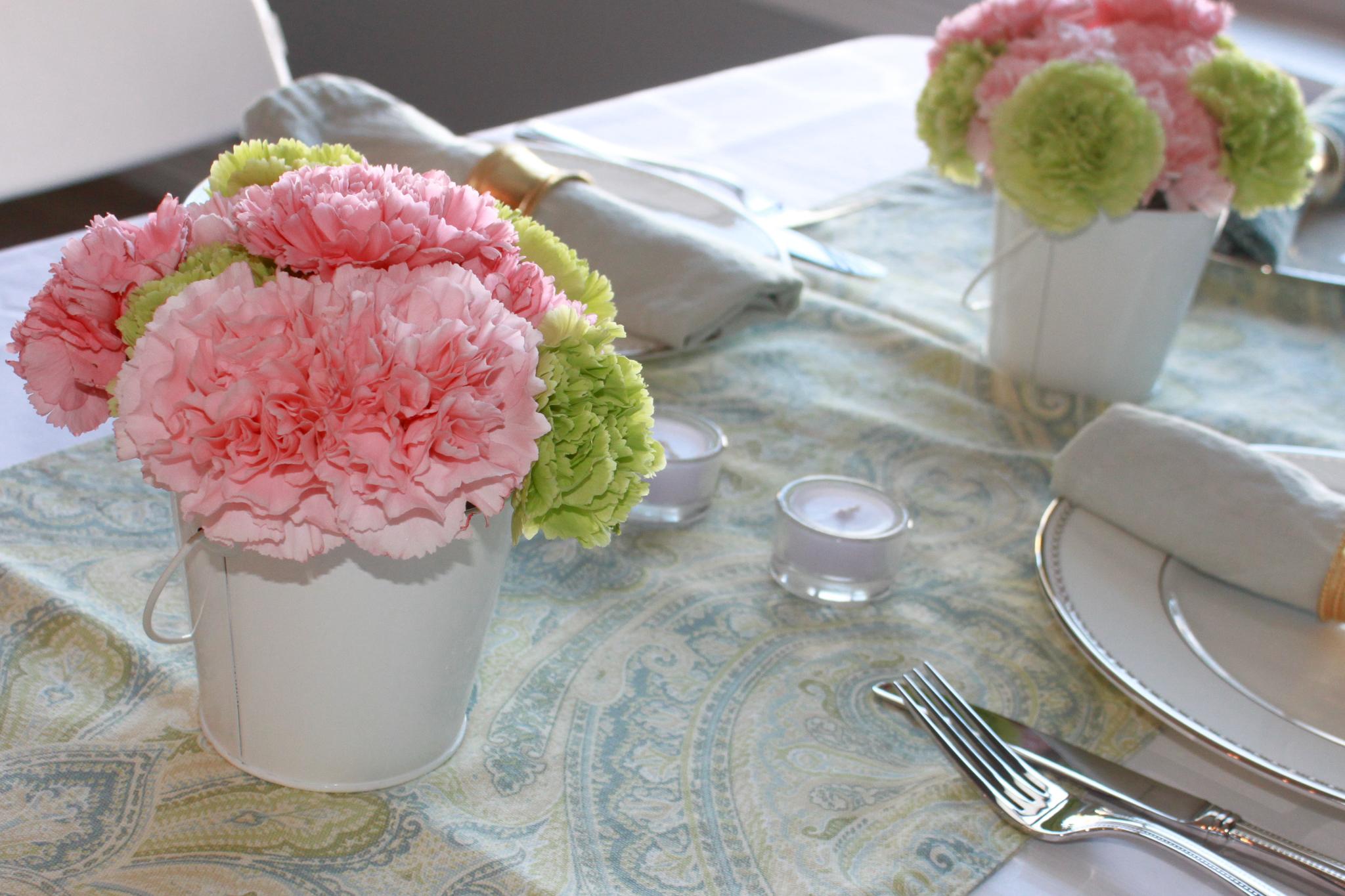 www.ohsofancyparty.com - carnation centerpiece 1.jpg