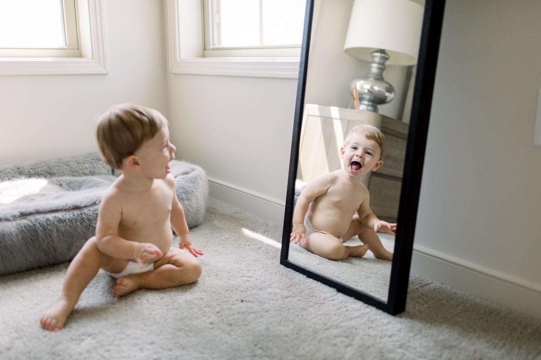 180805-0049-baby-boy-at-home-session-washington-dc-elisenda-llinares.jpg