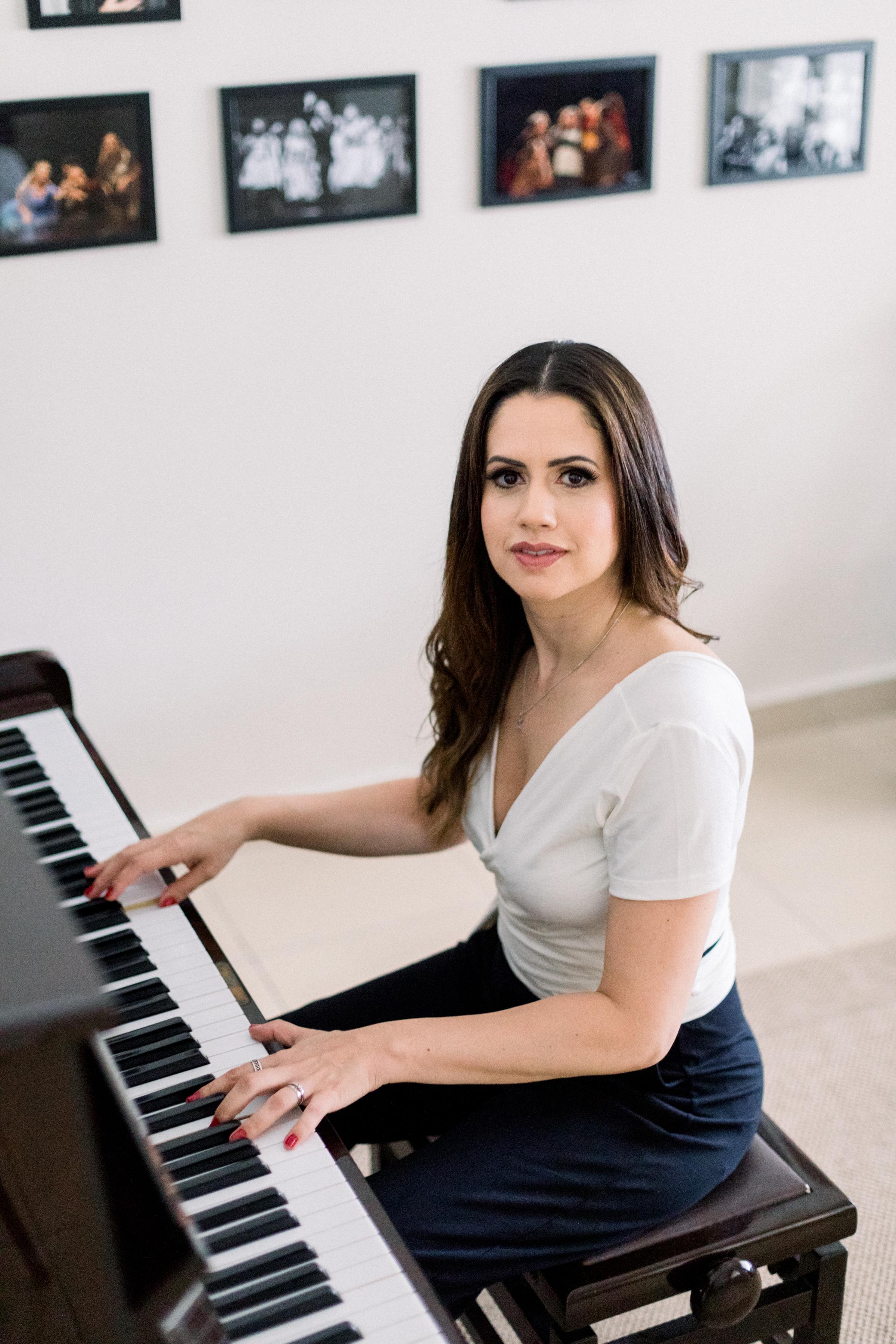 190228-0057-Tatiana-Gurgel-Branding-Studio-Musician-Elisenda-Llinares.jpg