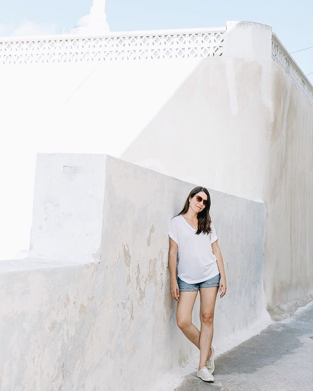 I might be back in DC catching up on work and happily snuggling Archie, but my mind is still wandering the alleys of Pyrgos. . #flytographermeetup #flytographer #kikladhes #greekislands
