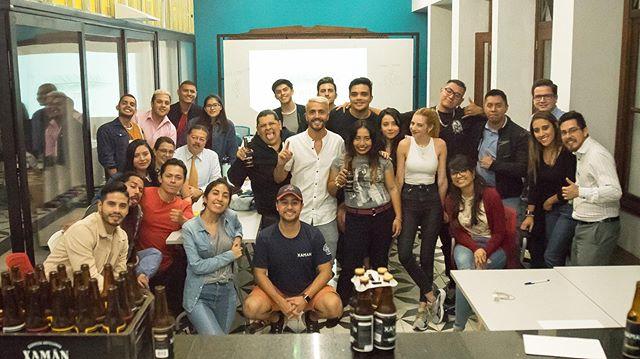 Guatemala Creativa💡💡 Muchas gracias a todos los que participaron de esta nueva experiencia!! 💫💫 Vamos a seguir aprendiendo 📝📝. . .  #guatemala #creativa #guate #taller #capacitacion #sisepuede #inspiracion #motivacion #travelguatemala #guatemala🇬🇹 #drink #coworking #beer #coach #coaching #wakemeup #iwant