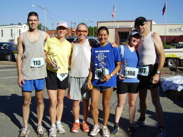 Shawn (left), Mary, Richard, Lupe, Penny and Steve (right) at the Thundering Sneakers 10K (2007)