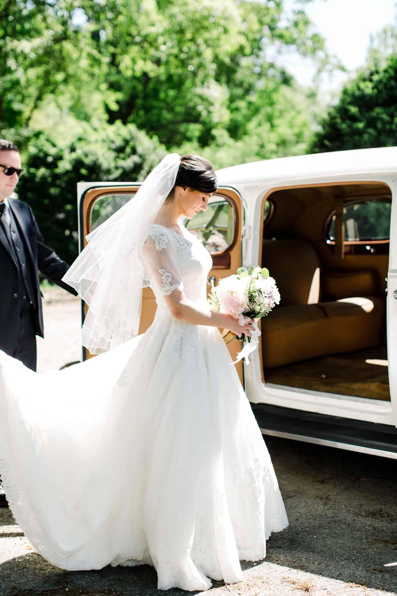 southern classic car white elegant vintage peach antebellum inn charm_Celestial Sights