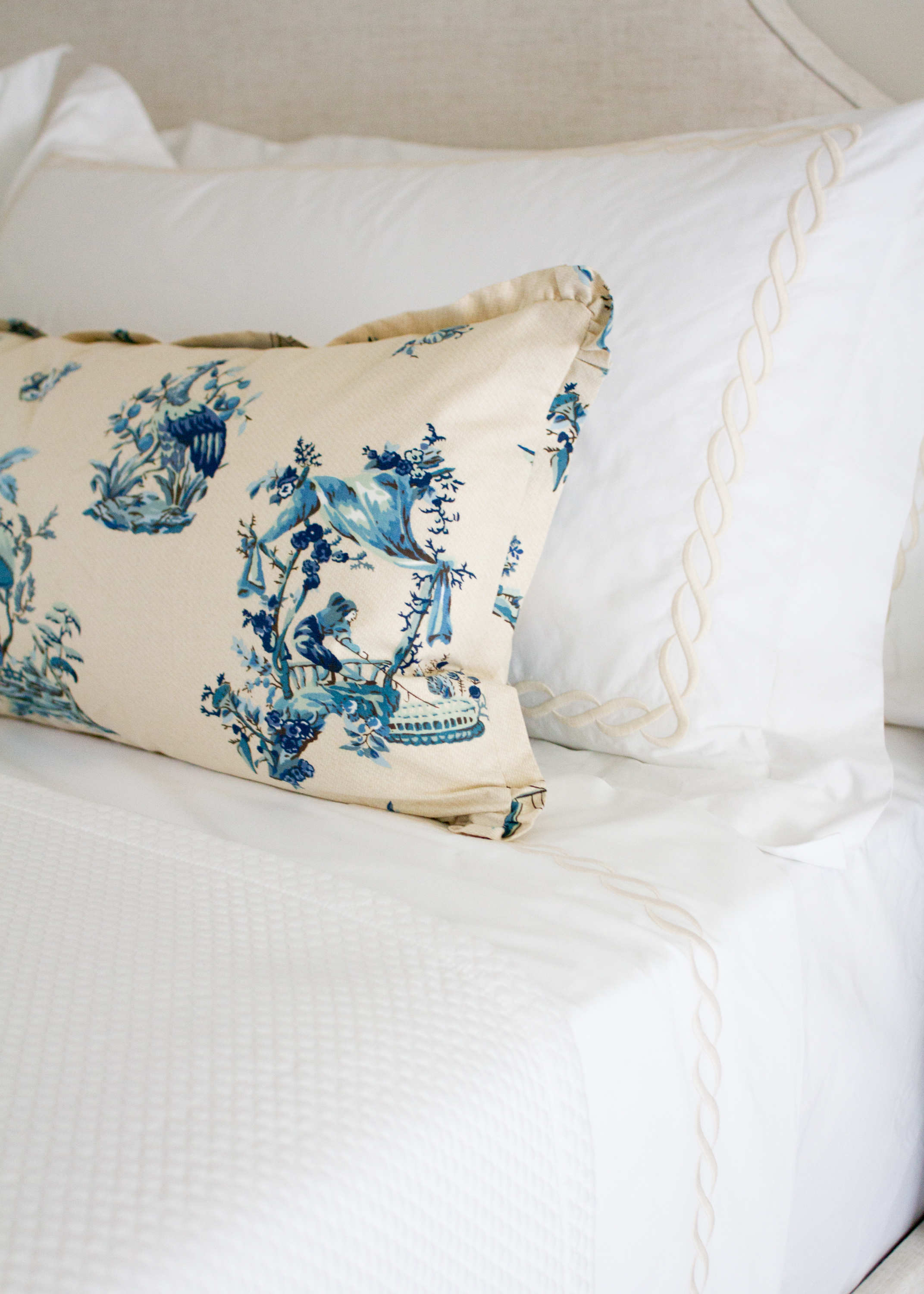 Luxury bedding in  Ivory Classic Chain by Matouk