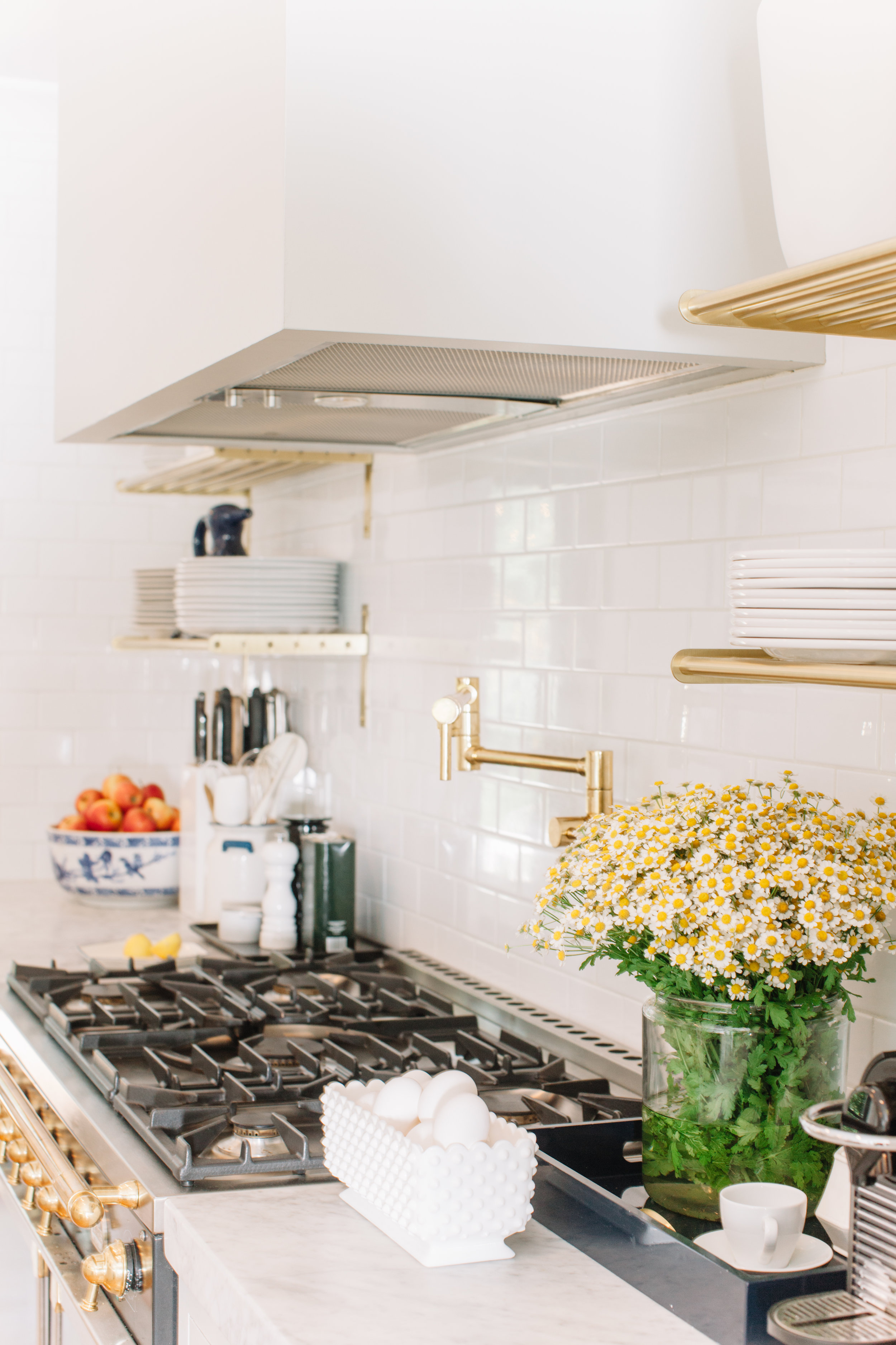 we love the look of  open brass shelves !