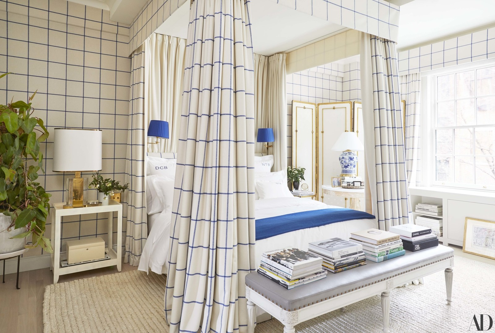 Derek blasberg's Manhattan home / design: Virginia tupker / architectural digest / photo: gieves Anderson / snap up this  blue and white lamp