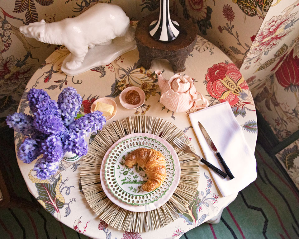 we can't get enough of these  handpainted scalloped plates !