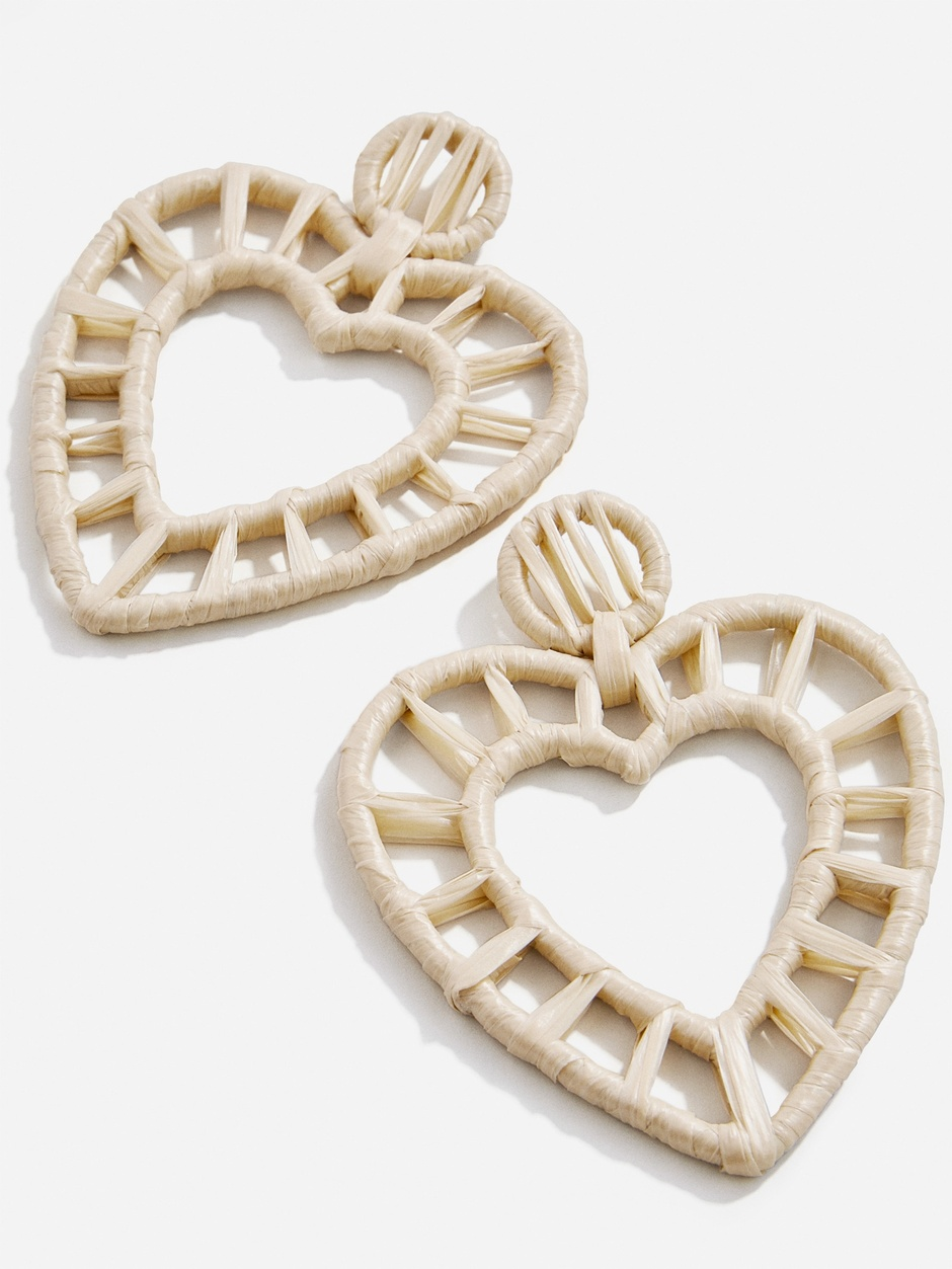these  raffia earrings  made our hearts skip a beat!
