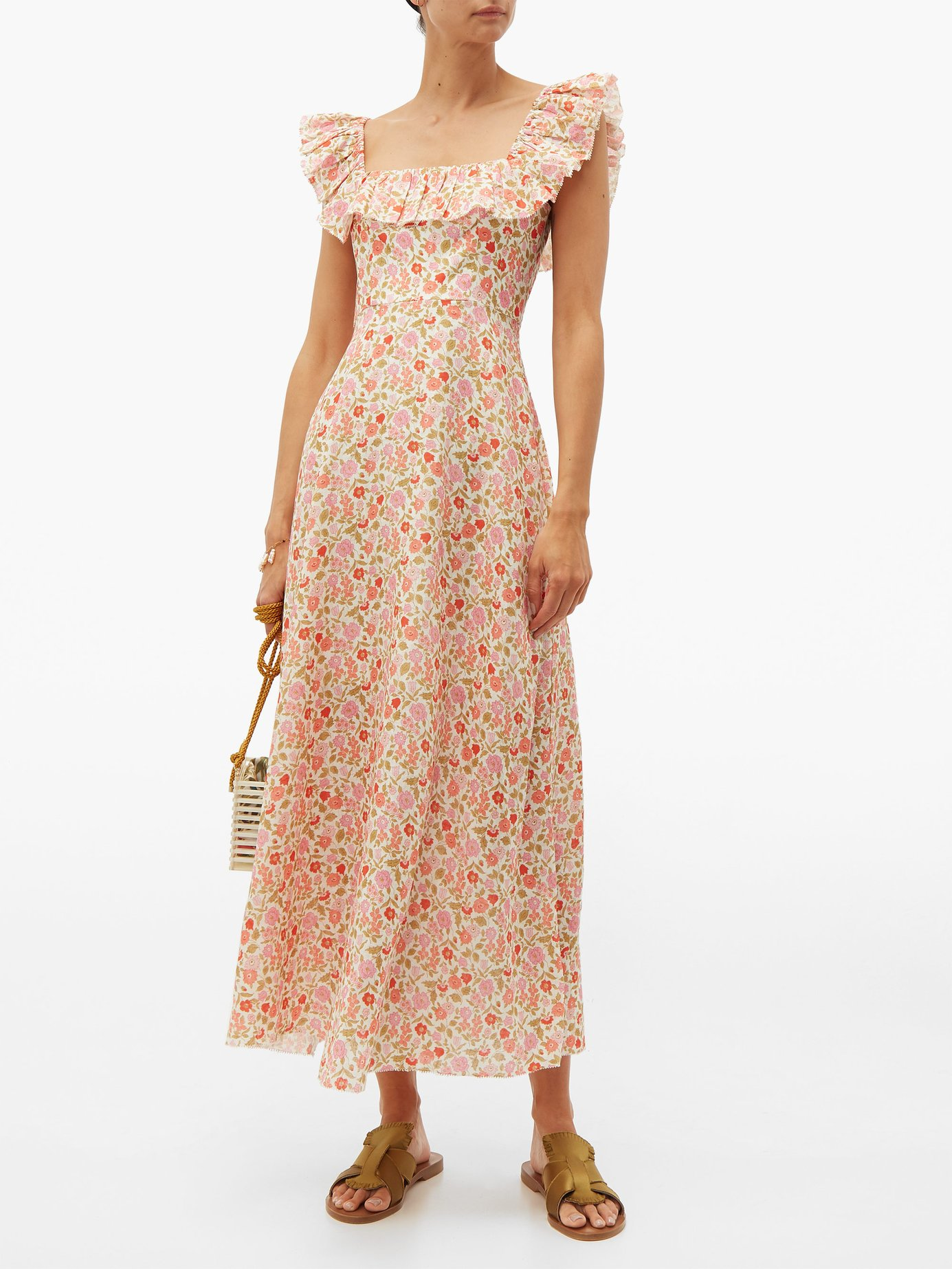 this retro ditsy  floral dress  is making us swoon!