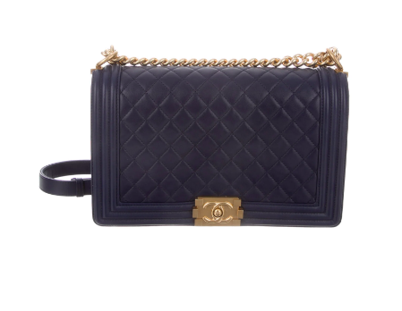 we are absolutely crushing on this  navy, quilted bag