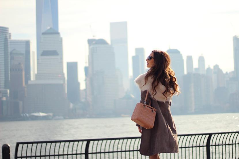fur-coat--happy-new-yorker girl