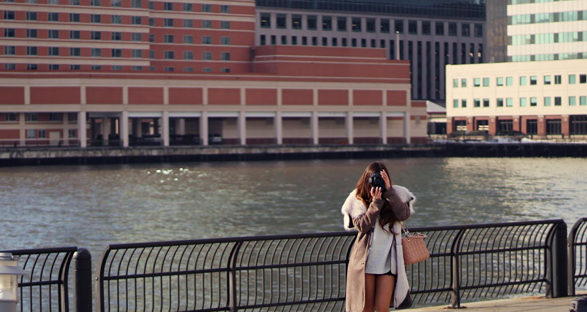 photography-girl-taking-pictures-canon