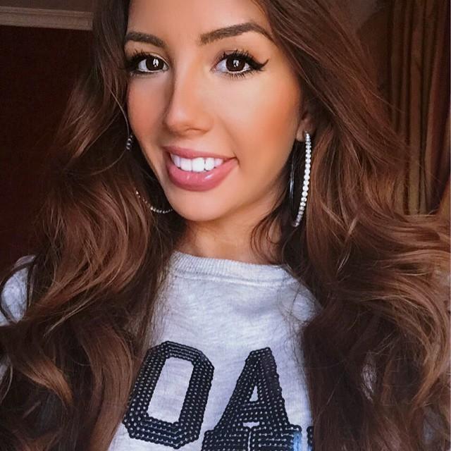Ulia Ali selfie, beautiful hair. Eyeliner
